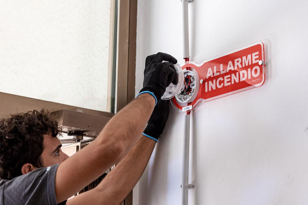 Montaggio Sirena Antincendio   SITIP SECURITY